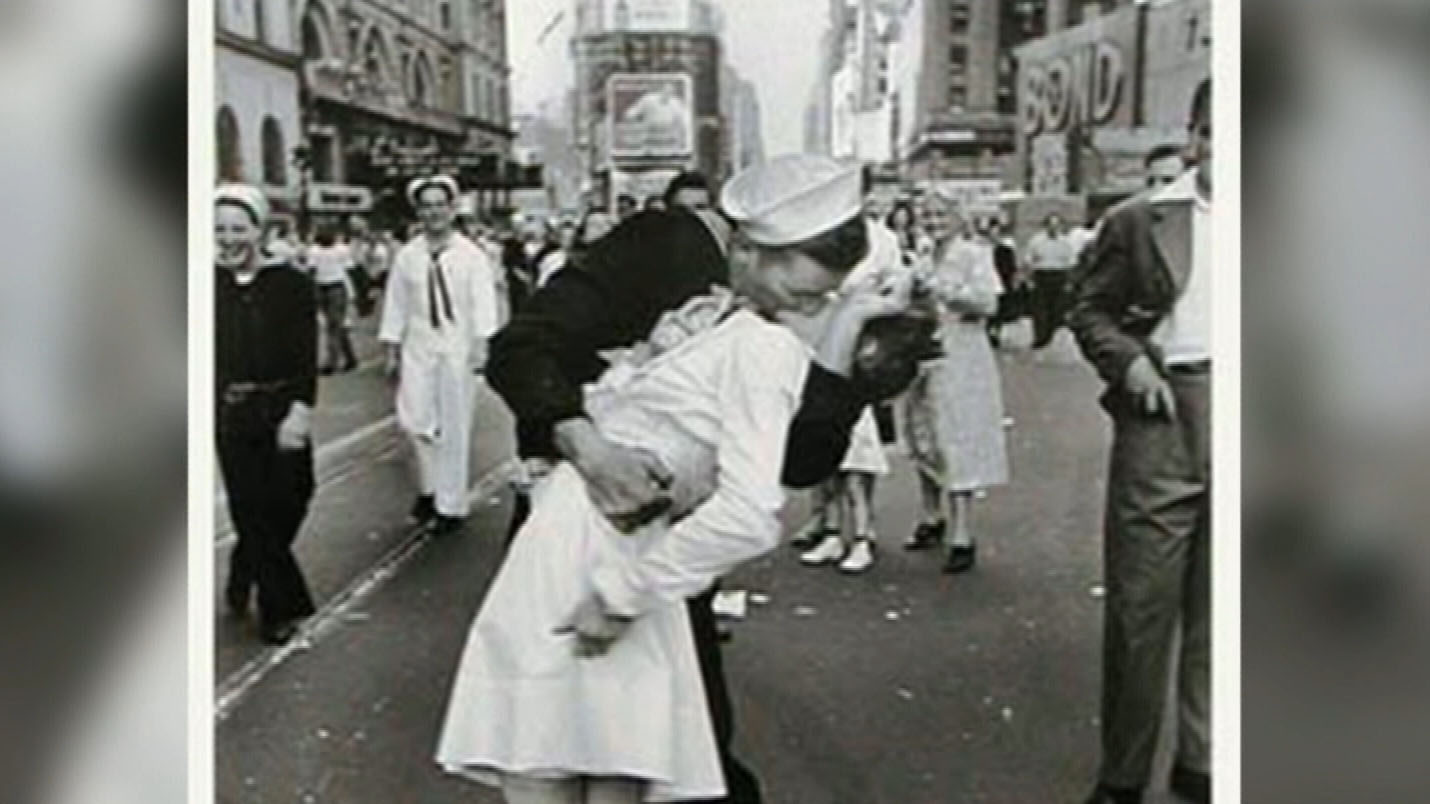 Sailor in iconic WWII photo dies
