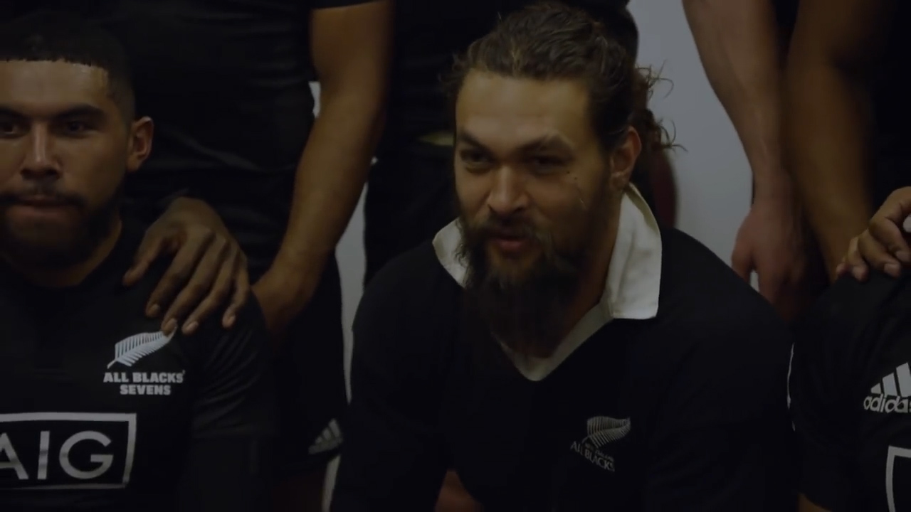 Momoa meets NZ Sevens team