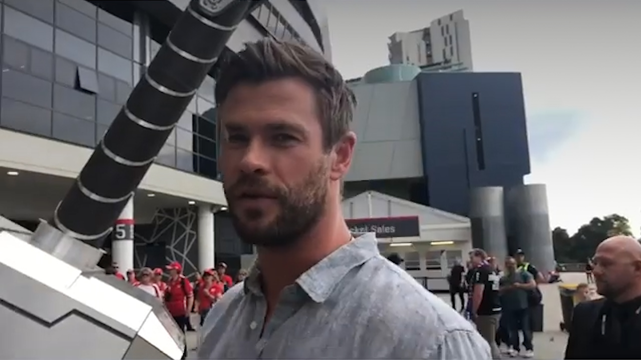 Chris Hemsworth and Matt Damon go to the footy