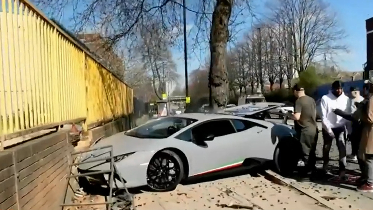 Idiot crashes $450k Lamborghini into a wall seconds after trying to show off