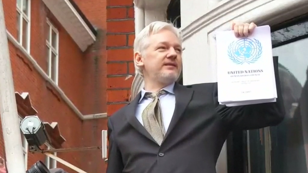 Assange says he will fight USA extradition request Featured