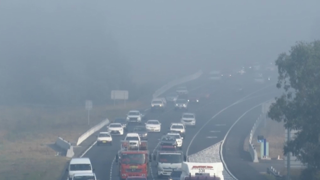 Hazard reductions suspended to help clear Sydney smoke