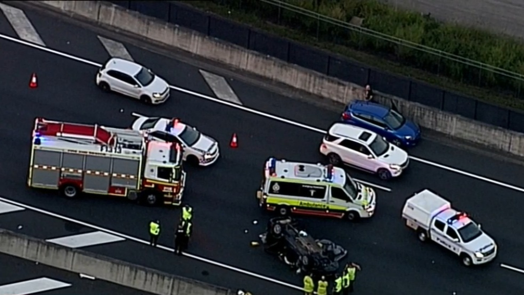 Motorway lanes close after horror accident