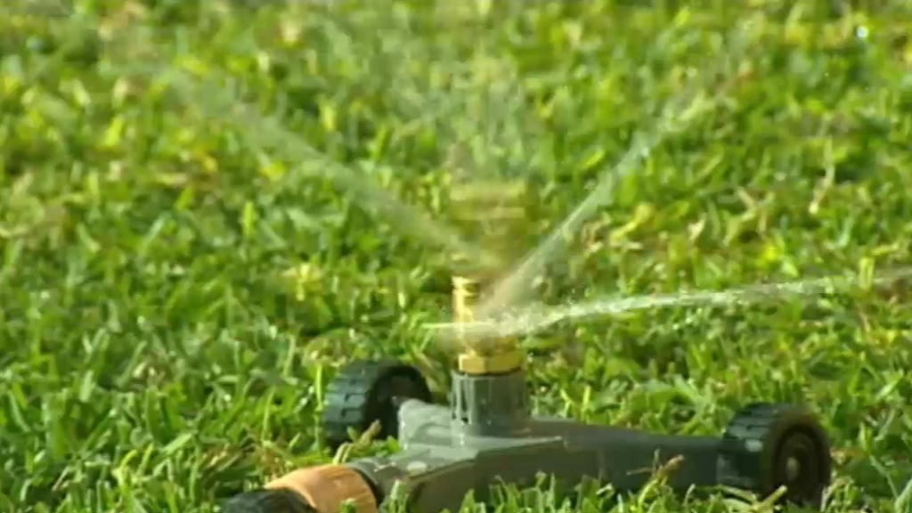 Back off hose: Sydney facing serious water restrictions from next week