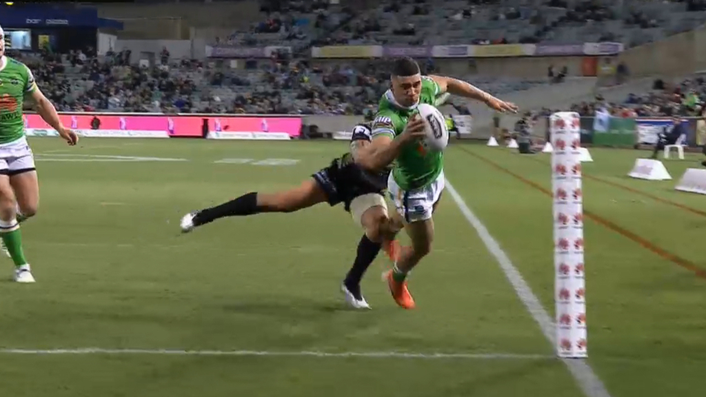 Simonsson scores impossible try