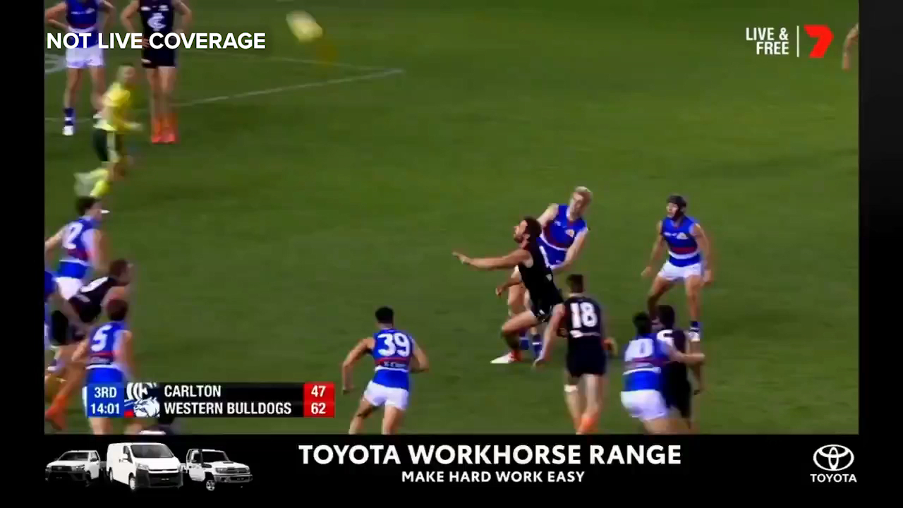 Carlton veteran Dale Thomas kicks a wonderful running goal in his 250th career match
