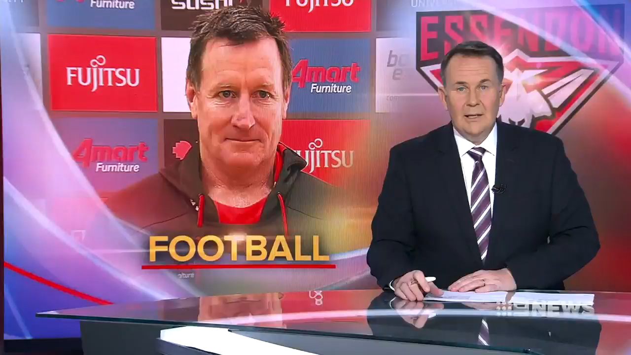 Essendon coach John Worsfold has hit back at suggestions from club legend Matthew Lloyd that he should be replaced