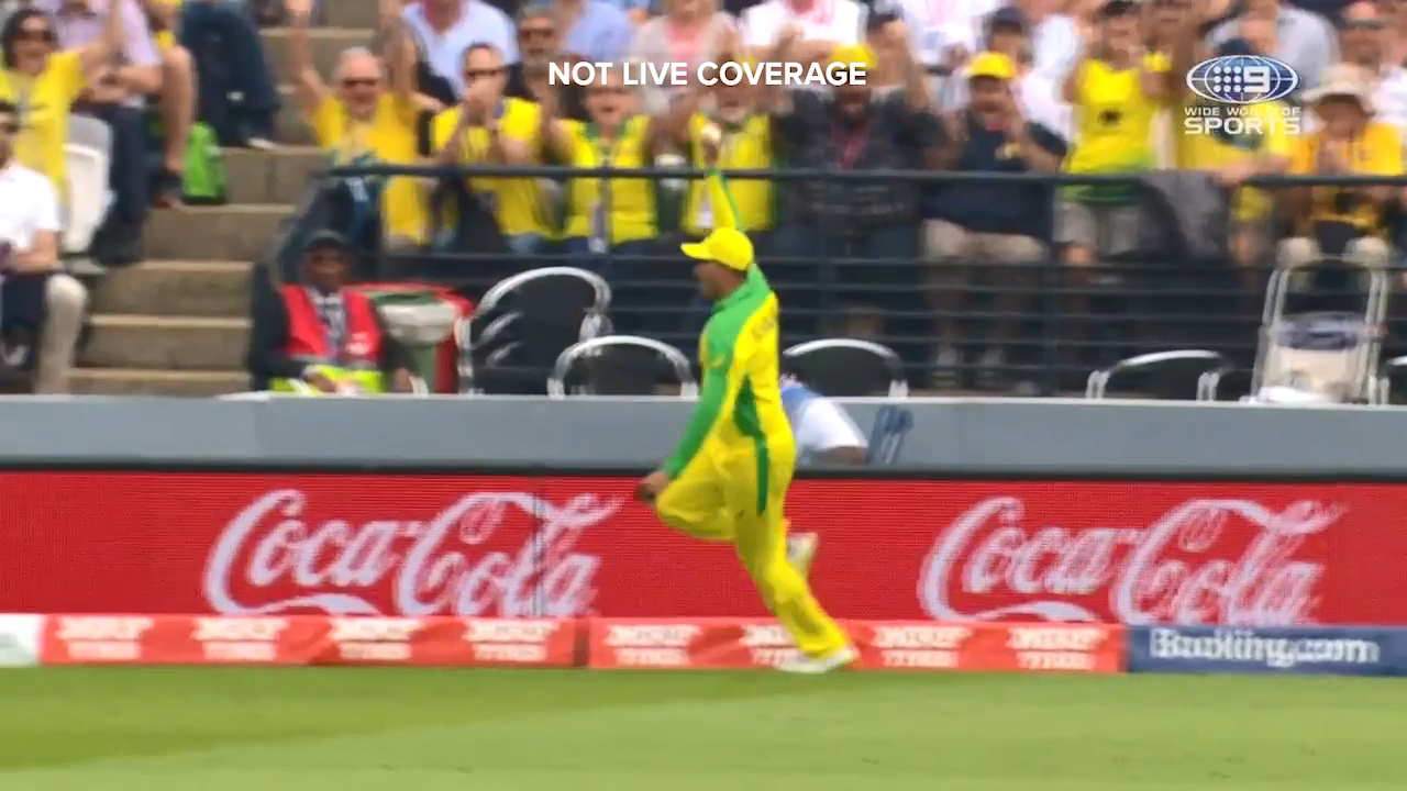 Usman Khawaja took a great catch on the boundary to dismiss Jos Buttler