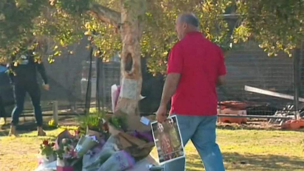Tributes pour for Singleton fire victims