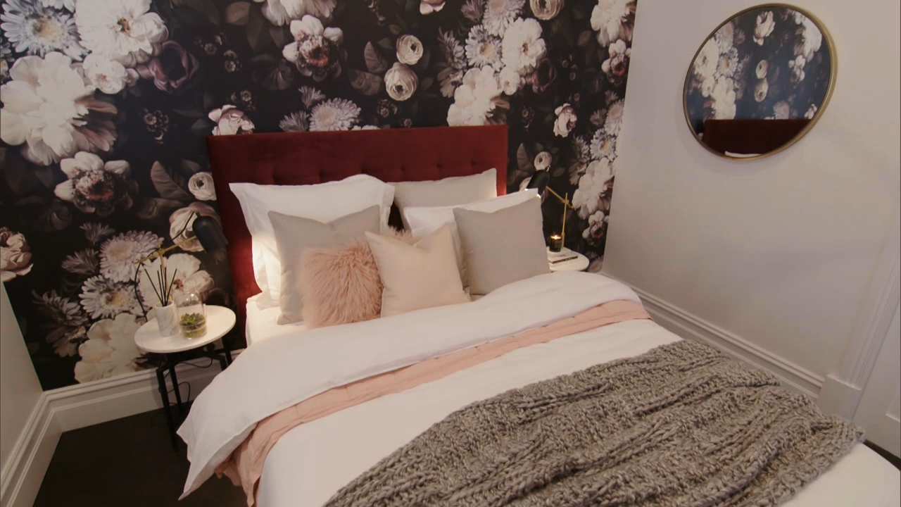 The judges walk through Ronnie and Georgia's guest bedroom