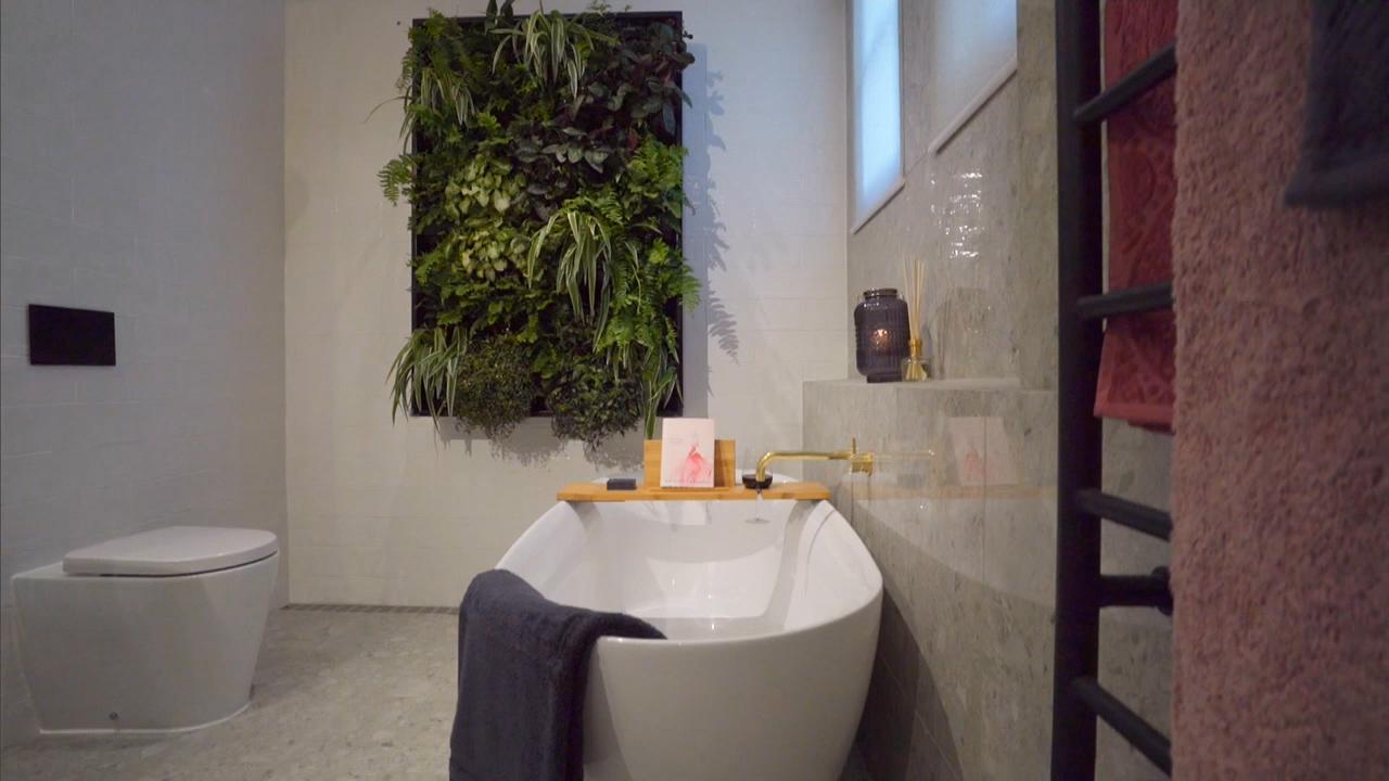 Take a look inside Sara and Hayden's bathroom