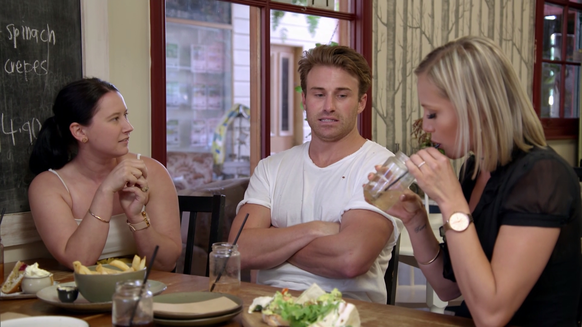Catch up with Susie's girlfriends leads to disaster for Billy