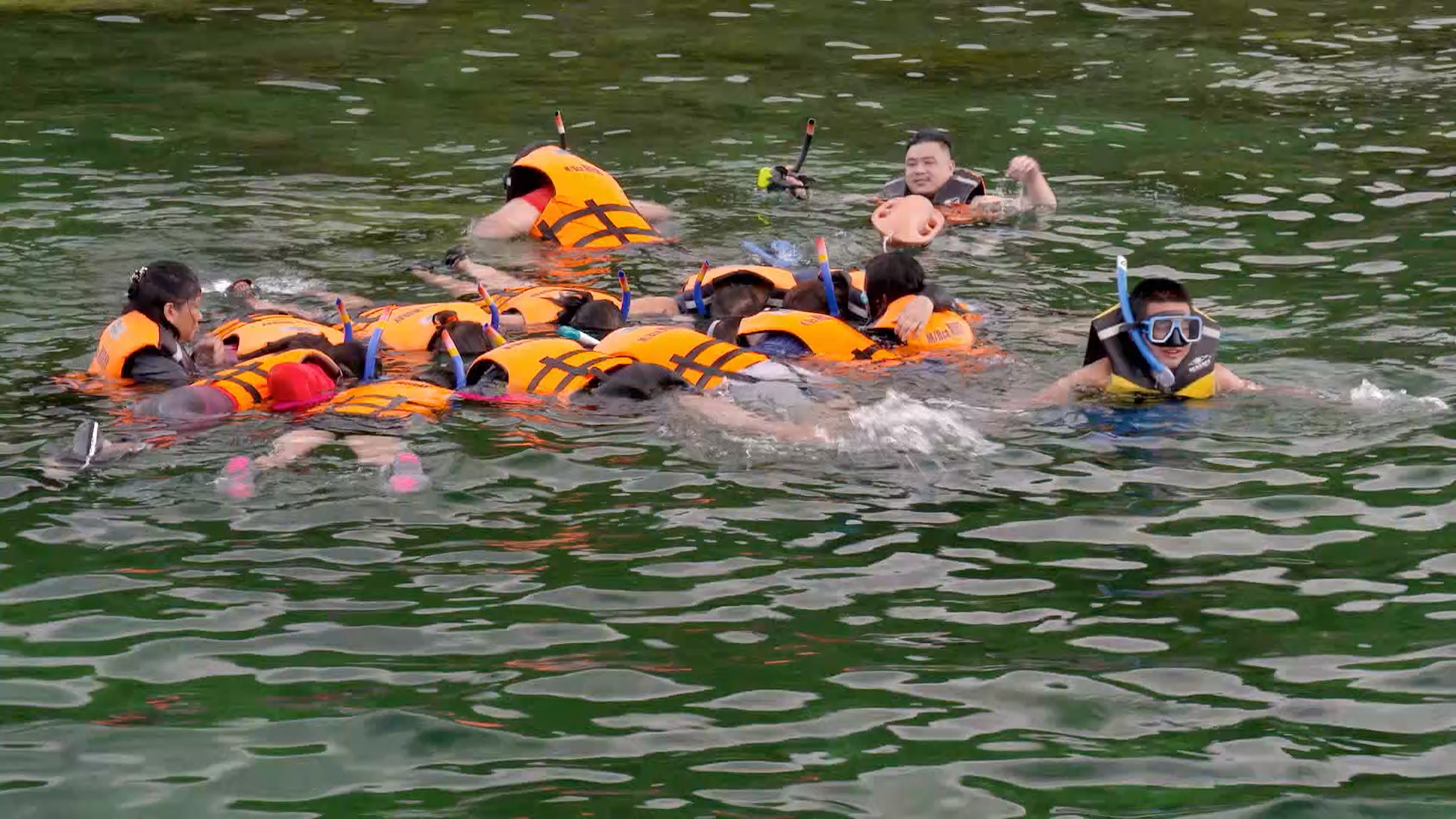The Guides are stunned by shipwreck snorkelling experience