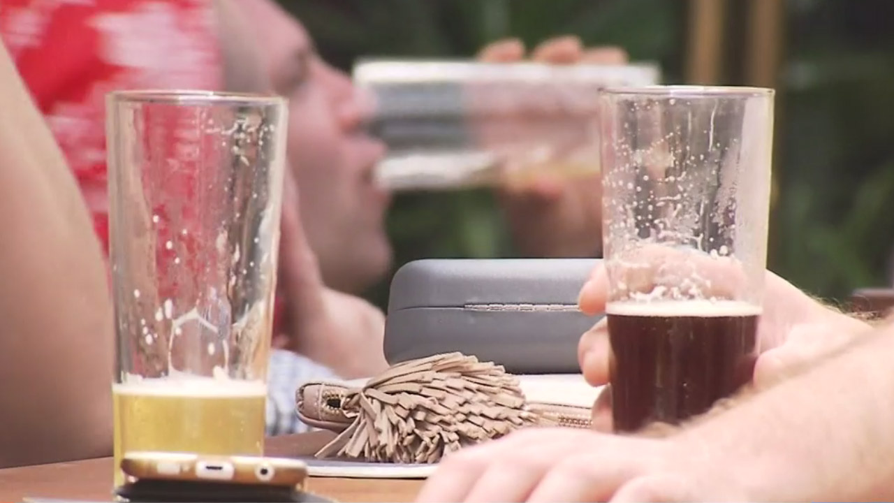 More Aussies are drinking to get drunk