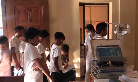 'Anti-vax' sentiment grips Filipino families