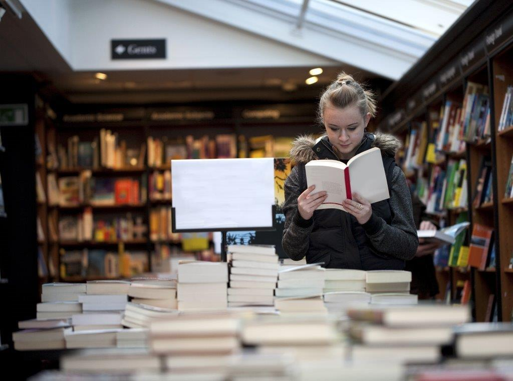 bris_Avid Reader Book Cafe