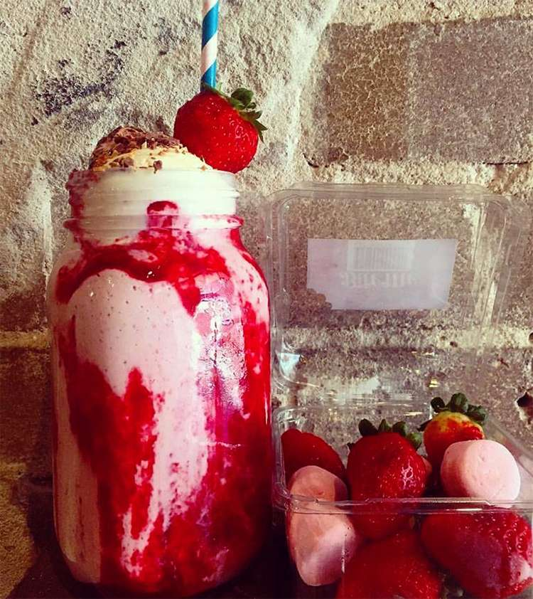 Milky-Lane-Strawberry-Compote-Thickshake