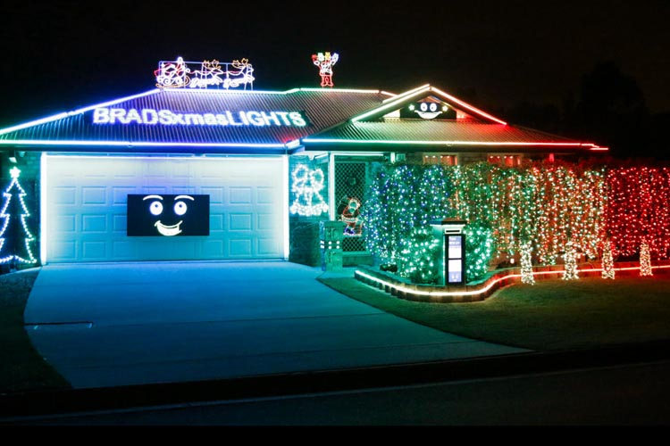 if its an extravaganza of sights and sounds you fancy paladin place should do the job just fine its home to brads brisbane christmas lights