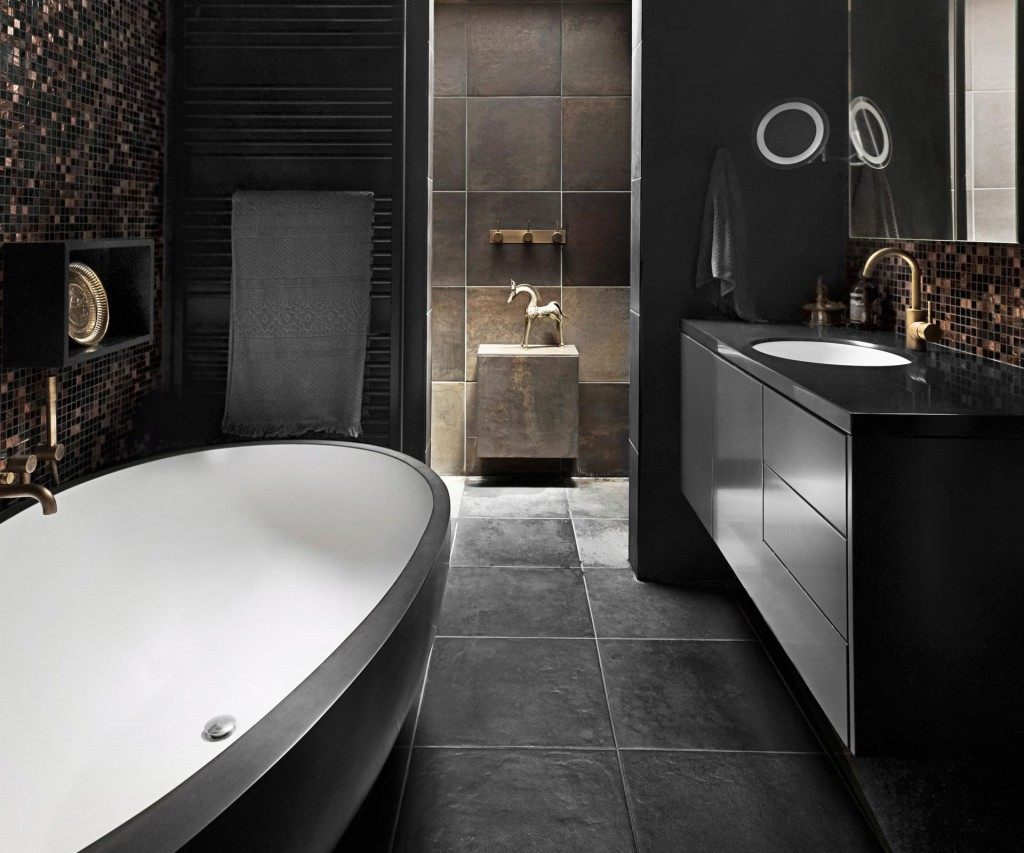 A black hole moody bathroom design trends for Bathroom ideas black tiles