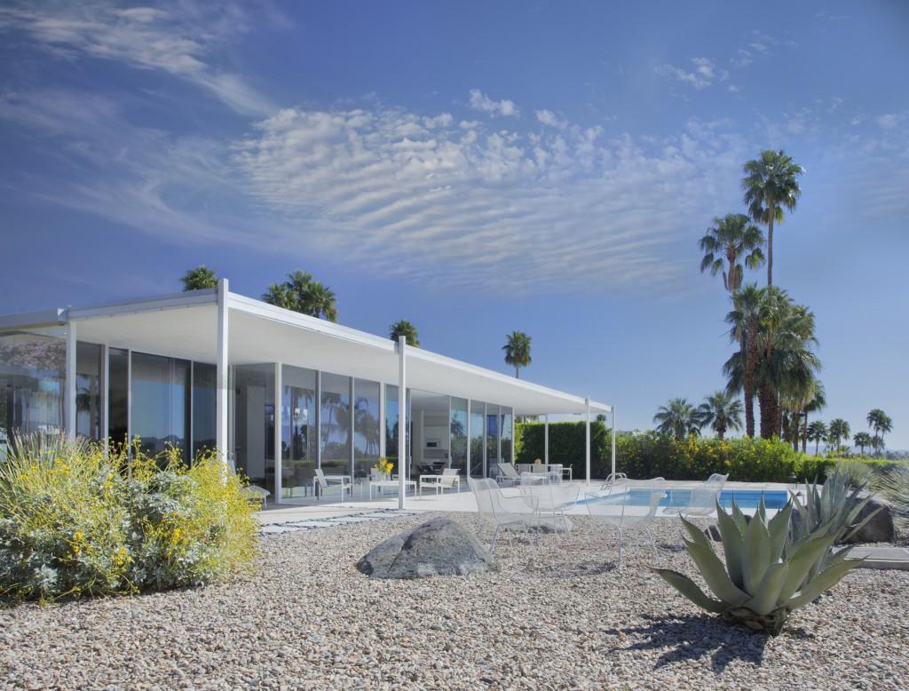 Glass House by William Cody, Palm Springs. Photo: Tim Street-Porter