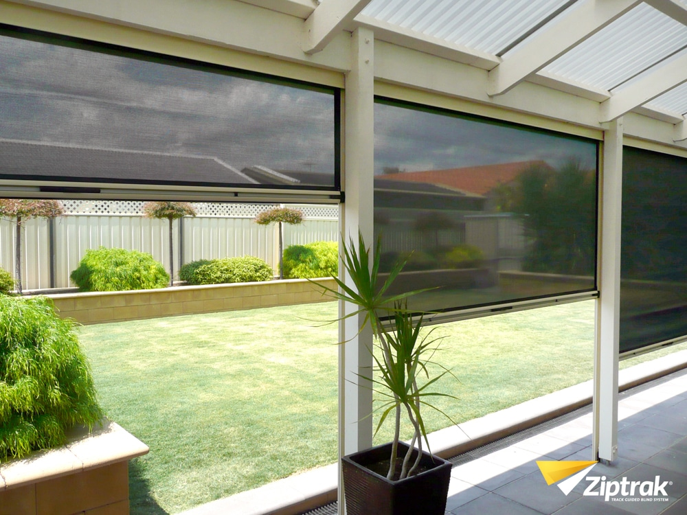 patio-blinds-adelaide-grass-outside-clear-dark
