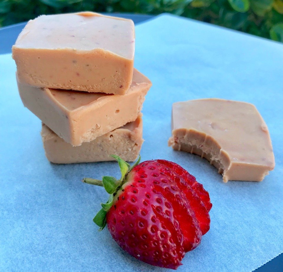 Four ingredient strawberry and peanut butter fudge