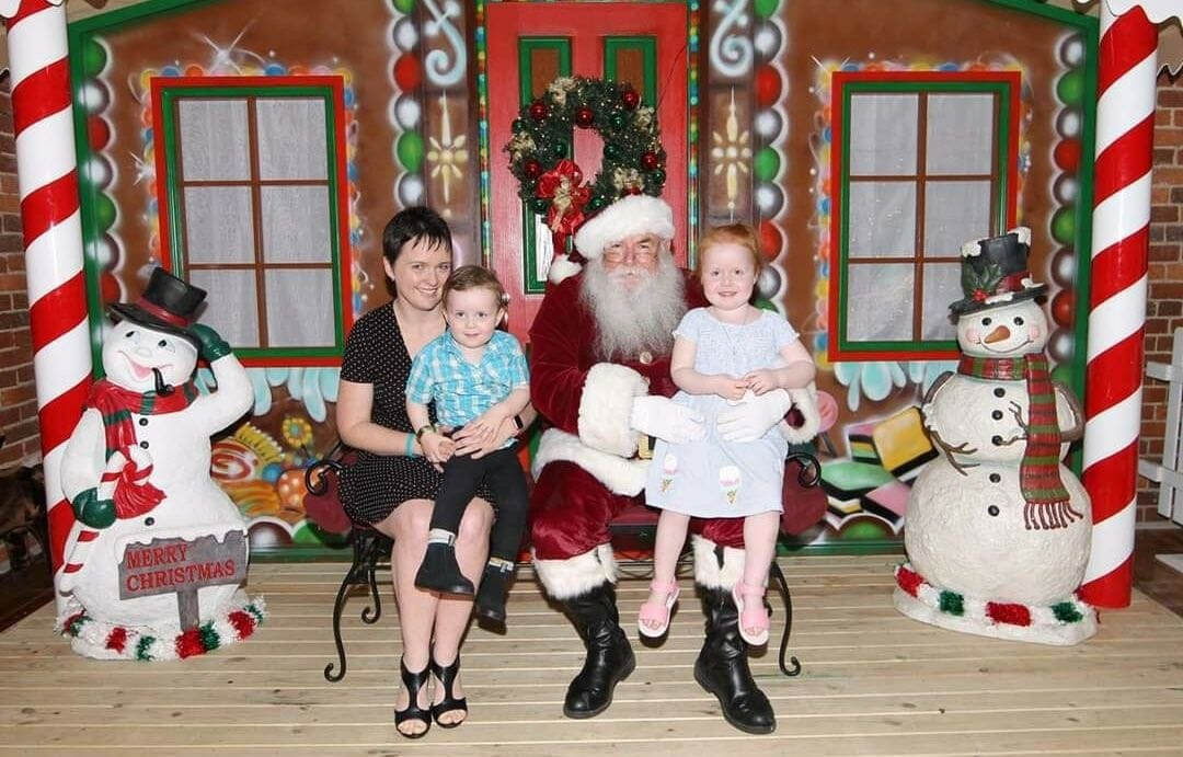 Nicole Harris santa photos with kids