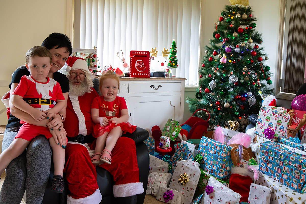 gift_of-Christmas santa