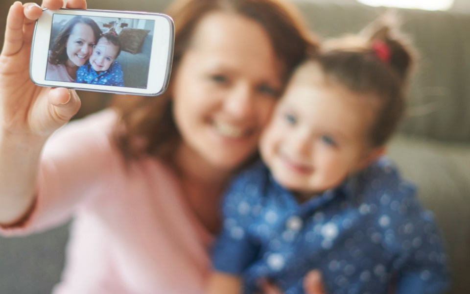 Survey finds parents upload over 1000 pics of their child before they reach the age of 5
