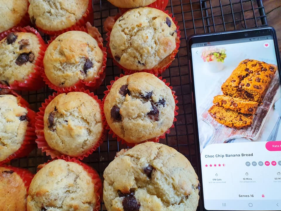 chocolate-chip-banana-bread-muffins-Eleanor-Hannah