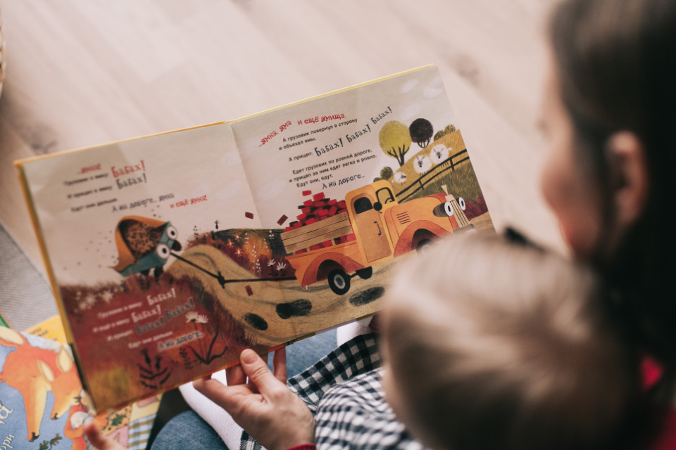 Reading the SAME book to your child over and over makes them smarter, claims experts