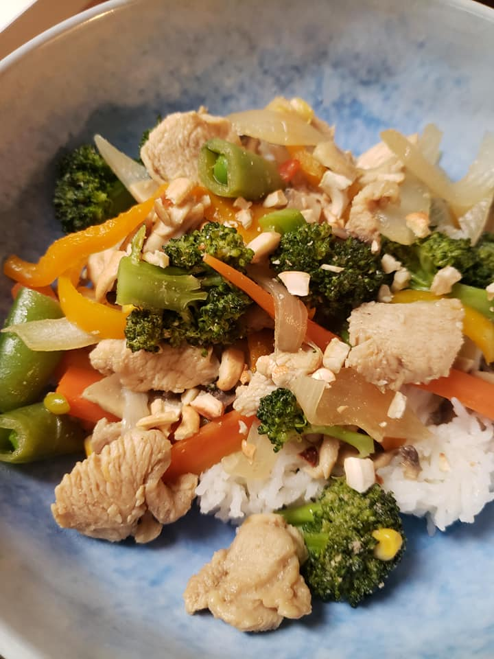 Healthy-Mummy-Teriyaki-Chicken-Noodles-with-Cashews-Emma-Robertson