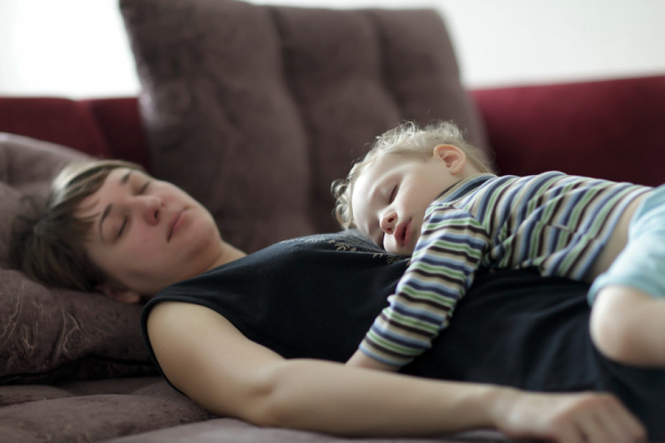 Researchers say the MORE kids women have, the BETTER they SLEEP! Wait, what?!