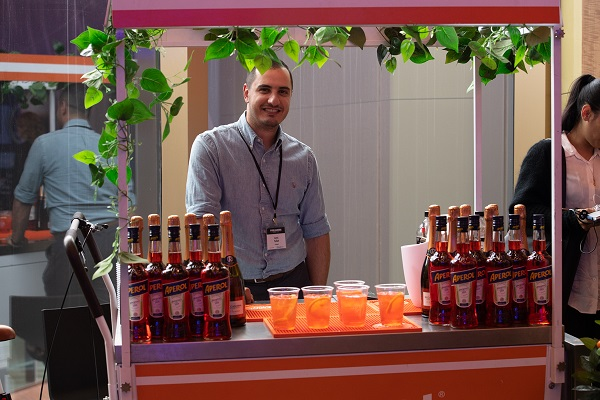 Pub Leaders Summit 2019, sponsor Campari representative with Aperol spritzes
