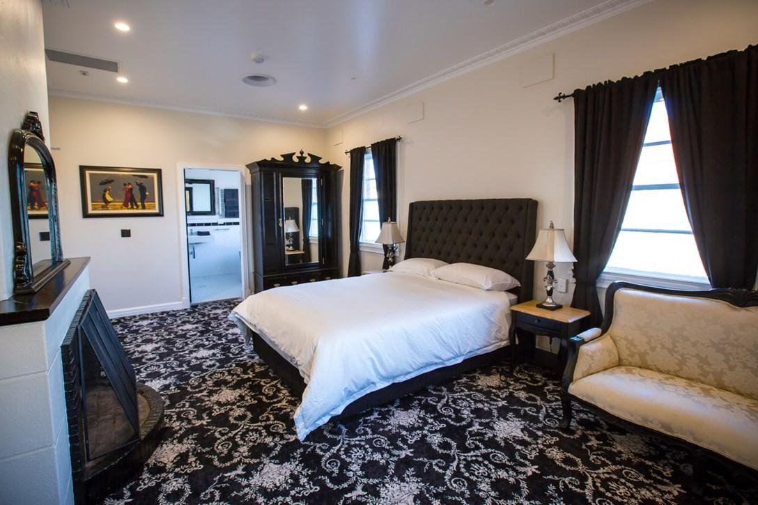 Best Luxury Hotel Accommodation in Christchurch at Affordable Price.