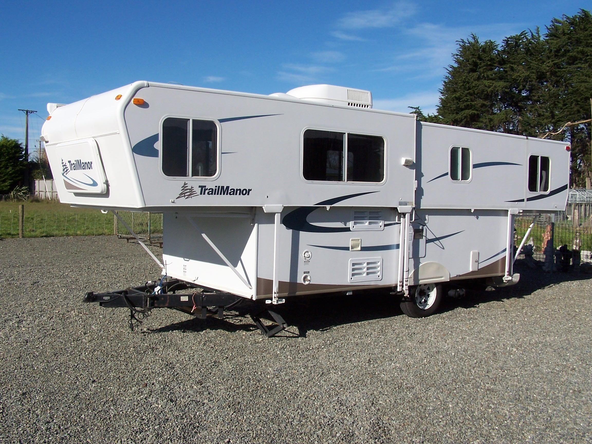 FOR SALE: 2007 Trail Manor Caravan model 2720