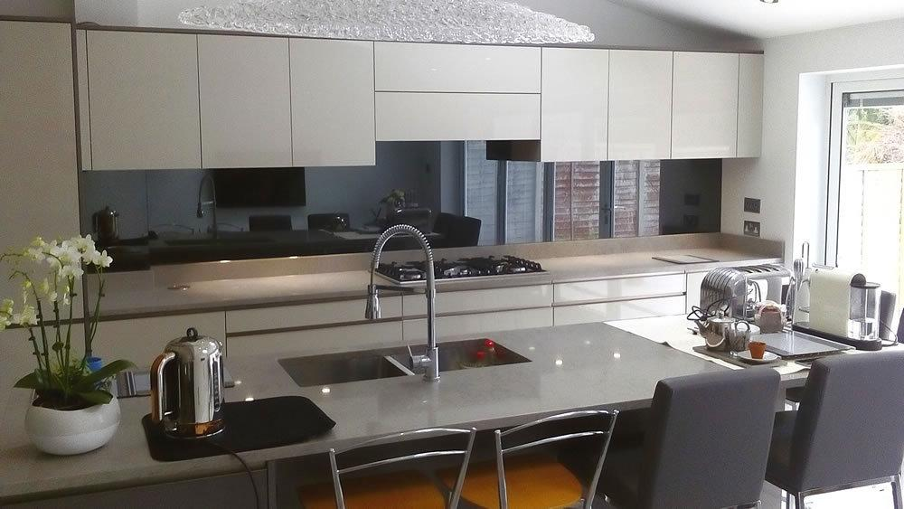 Install Splashbacks Glass to Protect Your Kitchen Walls | Graphicglass