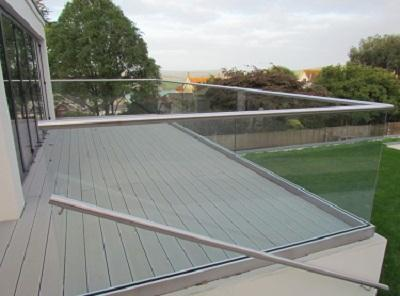 Wide Range of Glass Handrail at Discounted Rates
