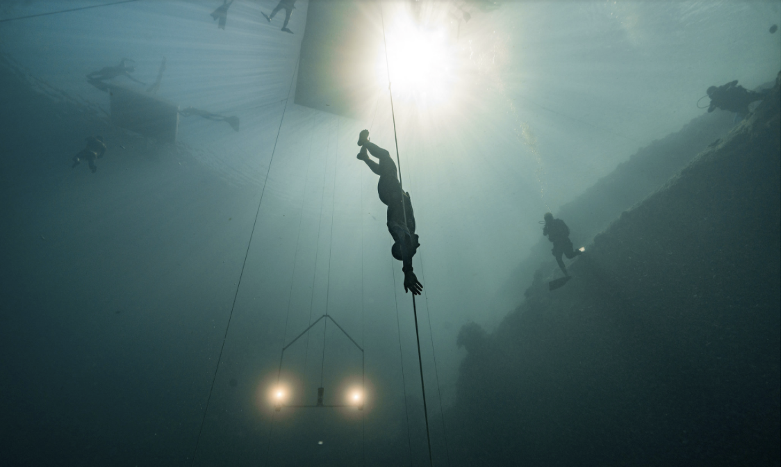 William Truebridge beginning his world record-breaking free dive where he is effectively travelling underwater for the equivalent of 5 olympic pools underwater in over four minutes.
