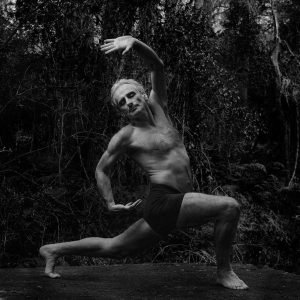 Simon Borg-Olivier in Parsva parivrtta san calana mudra (Image © Nick Aldridge)