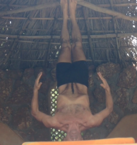 Simon Breathing around the spine in unsupported headstand, and here doing exhalation retention with isolation of the rectus abdominis (nail)
