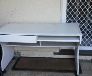 Desk, white, on wheels,