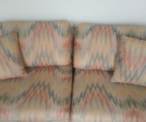 Well made 2.5 seater lounge - barely used