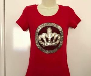 Euc Ladies crown motif stretch Tshirt fits size 10-12