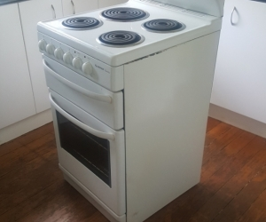 Simpson riviera free standing oven. Works