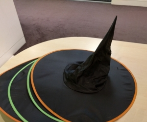 4 x witches' hats