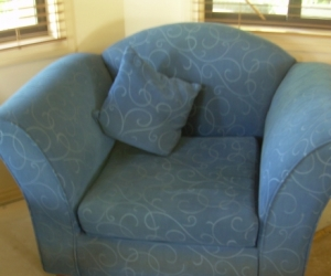 Blue Lounge Suite 1 twin , 2 single seating 4
