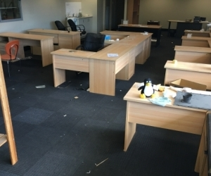 10x Office desk, 5 chairs, 10x book shelves and meeting tables