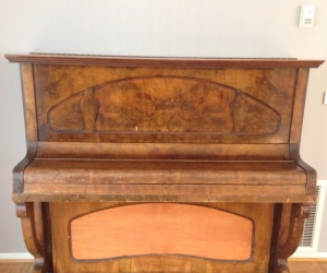 FULL SIZE UPRIGHT RANDAL PIANO IN GOOD WORKING ORDER