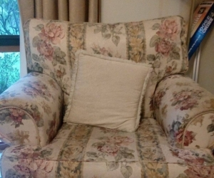 Country Style 3 seater couch + 2 chairs